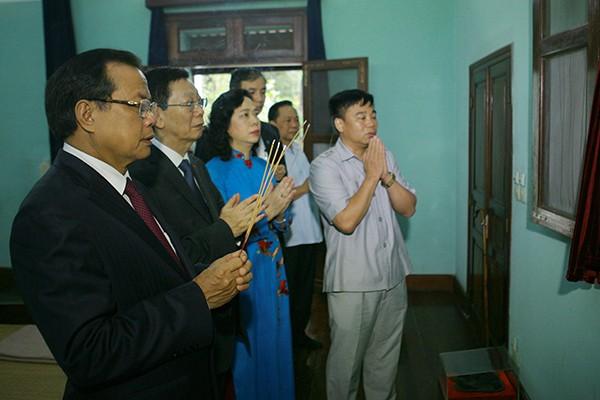 Đoàn đại biểu TP Hà Nội dâng hương tưởng niệm Chủ tịch Hồ Chí Minh tại Nhà 67 -Khu di tích Chủ tịch Hồ Chí Minh, Phủ Chủ tịch