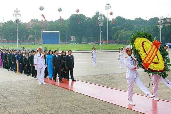 Lãnh đạo Đảng, Nhà nước viếng Chủ tịch Hồ Chí Minh và các anh hùng, liệt sĩ ảnh 3