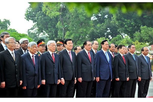 Lãnh đạo Đảng, Nhà nước viếng Chủ tịch Hồ Chí Minh và các anh hùng, liệt sĩ ảnh 2