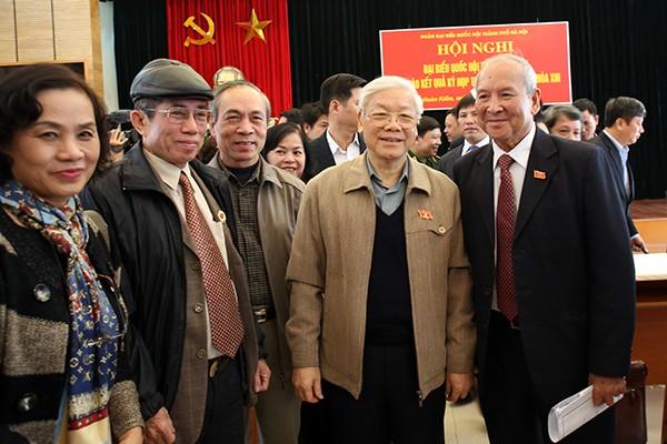Tổng Bí thư Nguyễn Phú Trọng cùng các cử tri quận Ba Đình, Hoàn Kiếm