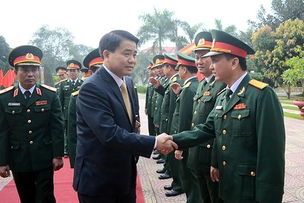 Lãnh đạo Sư đoàn 301 và Trung đoàn 692 đón tiếp Chủ tịch UBND TP Hà Nội