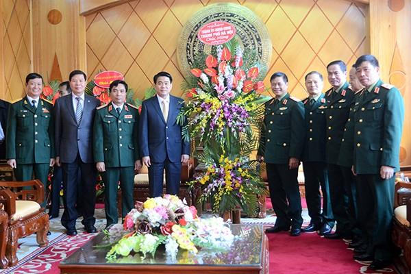 Chủ tịch UBND TP Hà Nội tặng lẵng hoa chúc mừng Học viện Quốc phòng