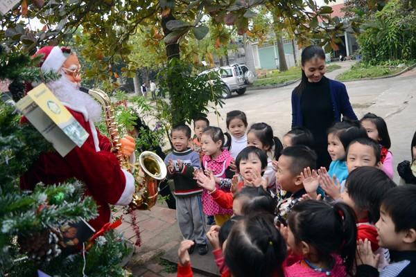 Lãnh đạo Thành phố Hà Nội chúc mừng Giáng sinh Tòa Giám mục Hưng Hóa ảnh 4