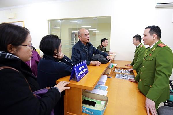Nhiều người dân rất quan tâm đến việc đăng ký thẻ căn cước công dân. Thẻ căn cước công dân còn được sử dụng thay cho hộ chiếu trong trường hợp Việt Nam và nước ngoài ký kết điều ước hoặc thỏa thuận quốc tế cho phép công dân nước ký kết được sử dụng thẻ căn cước công dân thay cho hộ chiếu trên lãnh thổ của nhau.
