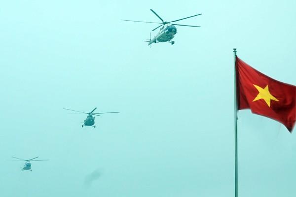 Trực thăng và dàn xe khủng tham gia bảo vệ Đại hội Đảng XII ảnh 1