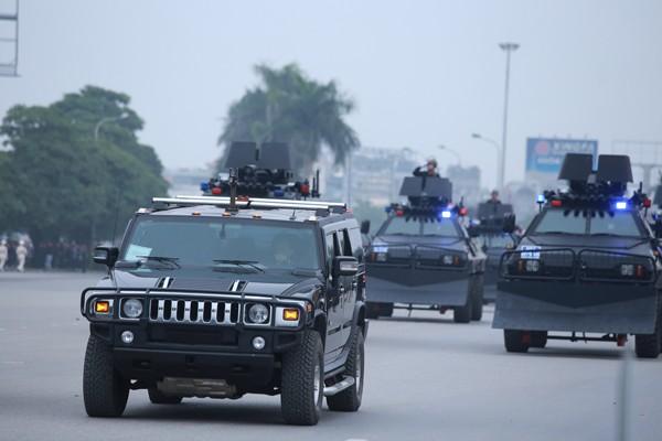 Trực thăng và dàn xe khủng tham gia bảo vệ Đại hội Đảng XII ảnh 3
