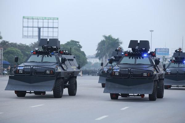 Trực thăng và dàn xe khủng tham gia bảo vệ Đại hội Đảng XII ảnh 8