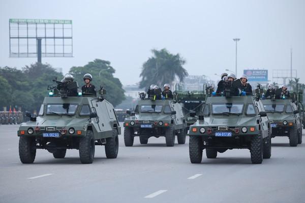 Trực thăng và dàn xe khủng tham gia bảo vệ Đại hội Đảng XII ảnh 10