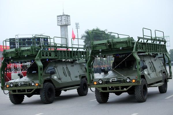 Trực thăng và dàn xe khủng tham gia bảo vệ Đại hội Đảng XII ảnh 4