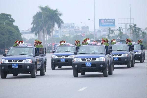 Trực thăng và dàn xe khủng tham gia bảo vệ Đại hội Đảng XII ảnh 7