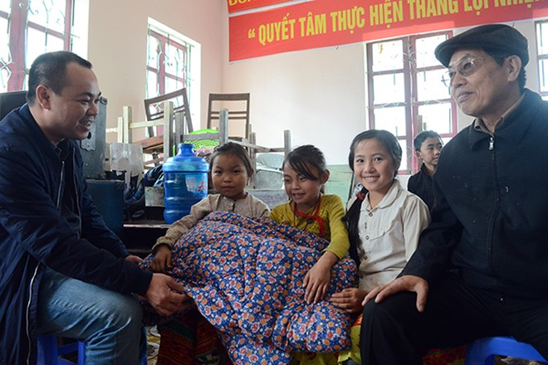 Mang chăn ấm đến với học sinh vùng cao biên giới Hà Giang ảnh 11