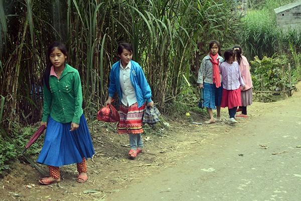 Mang chăn ấm đến với học sinh vùng cao biên giới Hà Giang ảnh 3