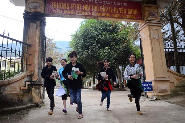 Mang chăn ấm đến với học sinh vùng cao biên giới Hà Giang ảnh 12