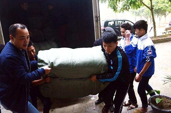 Mang chăn ấm đến với học sinh vùng cao biên giới Hà Giang ảnh 5