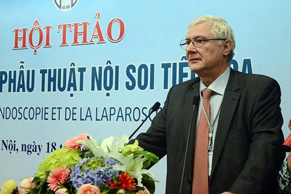 4 giáo sư hàng đầu thế giới chuyển giao công nghệ tiên tiến cho ngành y tế Việt Nam