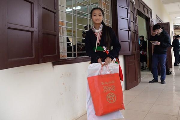 Chủ tịch UBND TP.Hà Nội Nguyễn Đức Chung tặng quà tết hộ nghèo xã miền núi Ba Vì ảnh 3