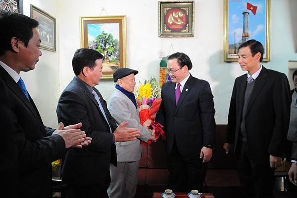 Bí thư Thành ủy Hà Nội Hoàng Trung Hải chúc Tết gia đình chính sách ảnh 2