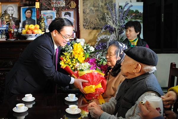 Bí thư Thành ủy Hà Nội Hoàng Trung Hải chúc Tết gia đình chính sách ảnh 4