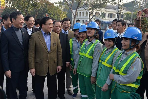 Bí thư Thành ủy Hoàng Trung Hải thăm hỏi, động viên các đơn vị ứng trực phục vụ nhân dân dịp Tết ảnh 3