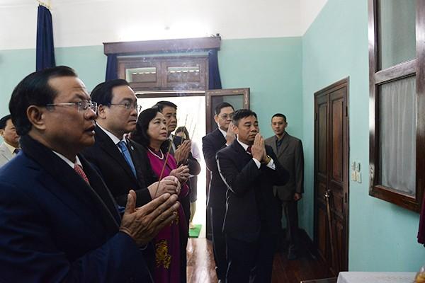 Lãnh đạo thành phố Hà Nội dâng hương tưởng nhớ Chủ tịch Hồ Chí Minh ảnh 1