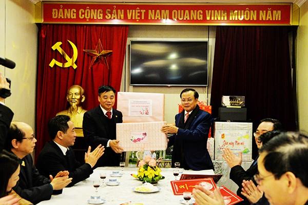 Lãnh đạo thành phố Hà Nội dâng hương tưởng nhớ Chủ tịch Hồ Chí Minh ảnh 3