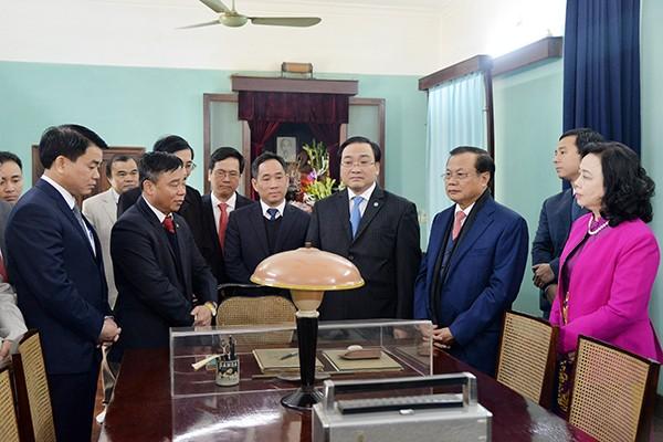 Lãnh đạo thành phố Hà Nội dâng hương tưởng nhớ Chủ tịch Hồ Chí Minh ảnh 2