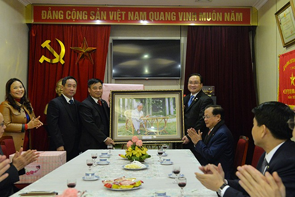Lãnh đạo thành phố Hà Nội dâng hương tưởng nhớ Chủ tịch Hồ Chí Minh ảnh 4
