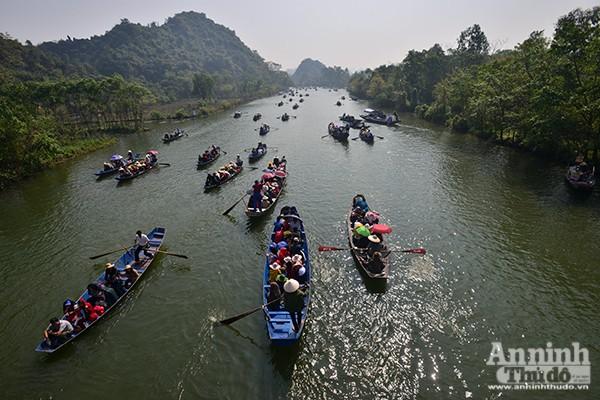 Những hình ảnh ấn tượng tại ngày khai hội chùa Hương ảnh 5