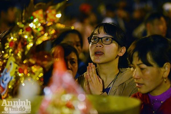 Những hình ảnh ấn tượng tại ngày khai hội chùa Hương ảnh 16