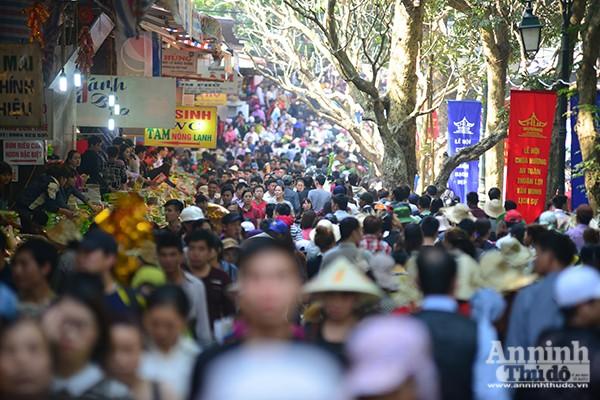 Những hình ảnh ấn tượng tại ngày khai hội chùa Hương ảnh 2