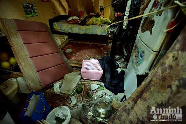 Một ngôi nhà bị hư hại nặng do bê tông rơi xuống