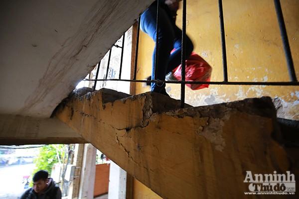 Đơn nguyên 1 tòa nhà A Ngọc Khánh đã xuống cấp nghiêm trọng, đặc biệt nguy hiểm