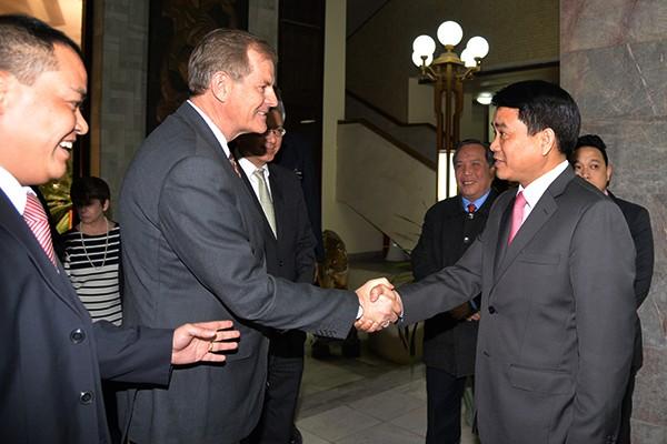 Chủ tịch UBND TP Hà Nội Nguyễn Đức Chung trân trọng đón tiếp đại diện Giáo hội Mormon Hoa Kỳ