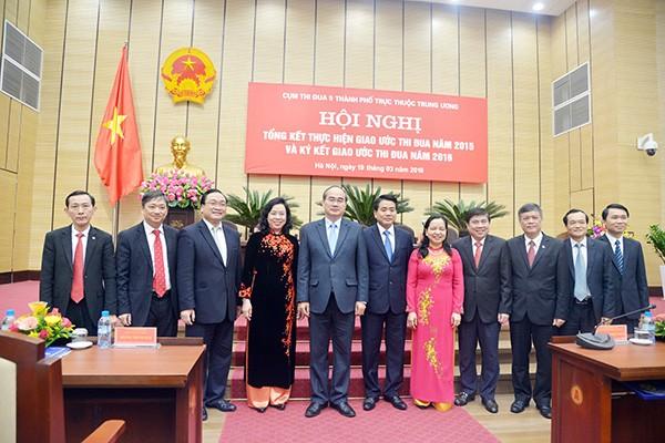 Các đồng chí lãnh đạo Trung ương và 5 TP trực thuộc Trung ương dự hội nghị