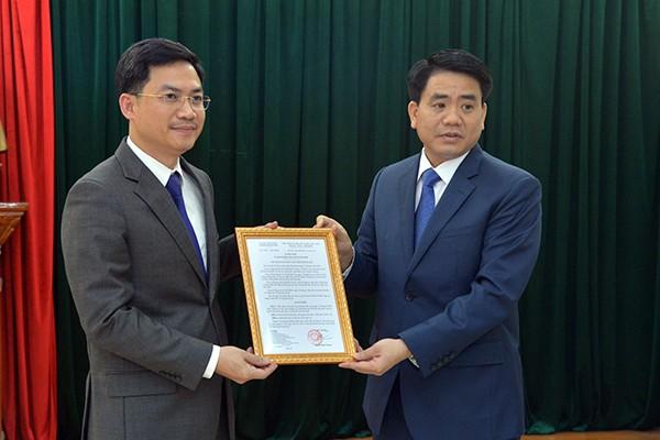 Chủ tịch UBND TP Nguyễn Đức Chung trao quyết định bổ nhiệm ông Hà Minh Hải, Thành ủy viên, Cục trưởng Cục Thuế TP Hà Nội giữ chức vụ Giám đốc Sở Tài chính Hà Nội
