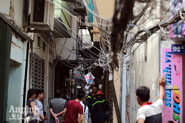 Cháy nhà trong ngõ nhỏ, một người đi viện cấp cứu ảnh 3