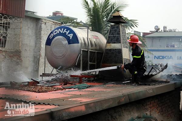 Lực lượng Cảnh sát PCCC tổ chức chữa cháy...