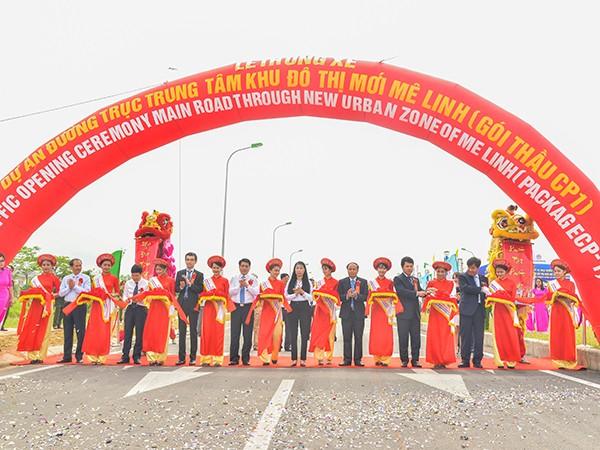 Cắt băng khánh thành và thông xe tuyến đường trục khu đô thị mới Mê Linh
