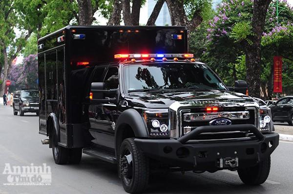 Cận cảnh dàn xe chuyên dụng, chống đạn chở Tổng thống Mỹ ảnh 7