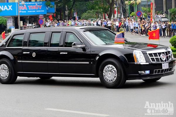 Cận cảnh dàn xe chuyên dụng, chống đạn chở Tổng thống Mỹ ảnh 6