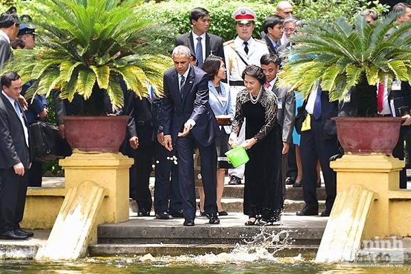Nụ cười ấn tượng của Tổng thống Mỹ Obama tại Hà Nội ảnh 4