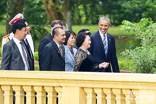 Nụ cười ấn tượng của Tổng thống Mỹ Obama tại Hà Nội ảnh 5