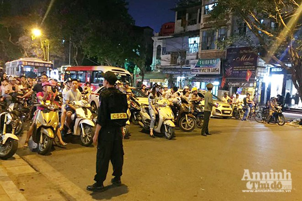 Tổng thống Mỹ được bảo vệ thế nào khi ăn bún chả ở Hà Nội ảnh 12