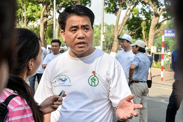 Chủ tịch UBND TP Nguyễn Đức Chung trả lời báo chí sáng 5-6