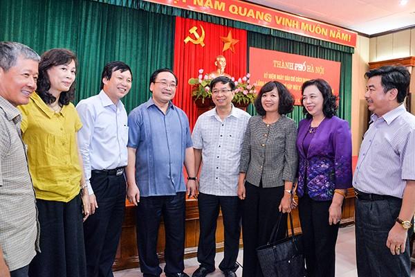 Lãnh đạo TP Hà Nội trao đổi với lãnh đạo các cơ quan báo chí Trung ương và Hà Nội