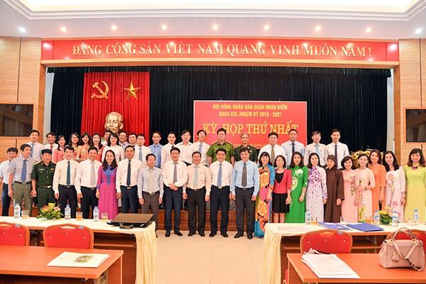 Chủ tịch UBND TP Hà Nội Nguyễn Đức Chung cùng lãnh đạo, cán bộ chủ chốt HĐND, UBND quận Hoàn Kiếm khoá XIX, nhiệm kỳ 2016-2021