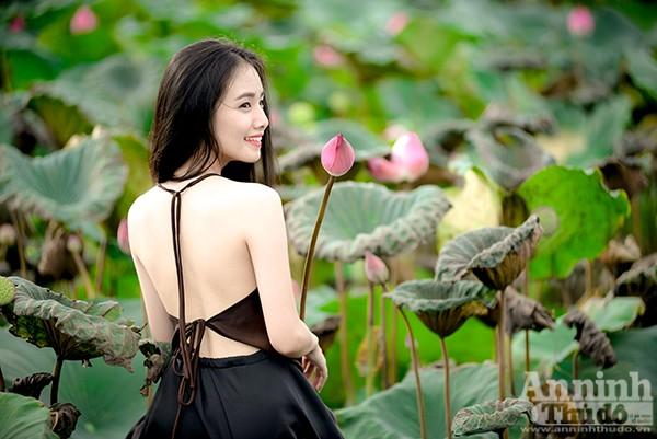 Thiếu nữ áo yếm Hà Thành e ấp giữa đầm sen ảnh 5