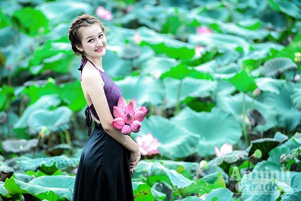 Thiếu nữ áo yếm Hà Thành e ấp giữa đầm sen ảnh 2