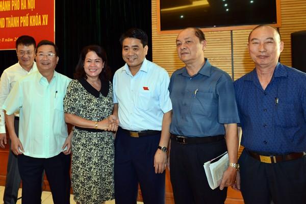 Chủ tịch UBND TP Nguyễn Đức Chung cùng các cử tri quận Hoàn Kiếm