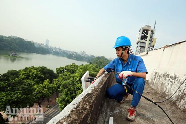 TP Hà Nội cũng tiến hành lắp đặt các điểm phát wifi miễn phí phục vụ du khách quanh hồ Gươm. Hệ thống này sẽ chính thức hoạt động từ ngày 1-9
